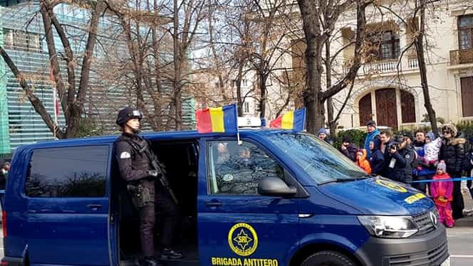 Jandarmeria, huiduită de oameni la parada de 1 Decembrie!