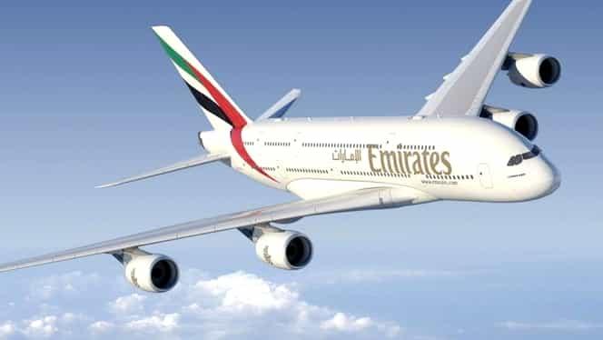 O stewardesă a murit după ce a căzut dintr-un avion!