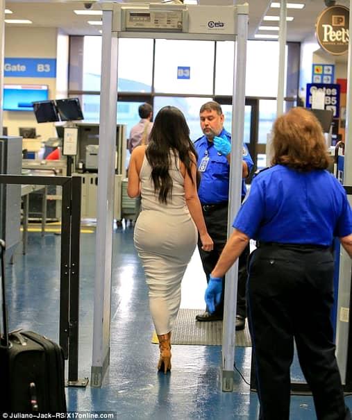 Ai fost vreodatã controlat la aeroport şi te-ai simţit jenant?