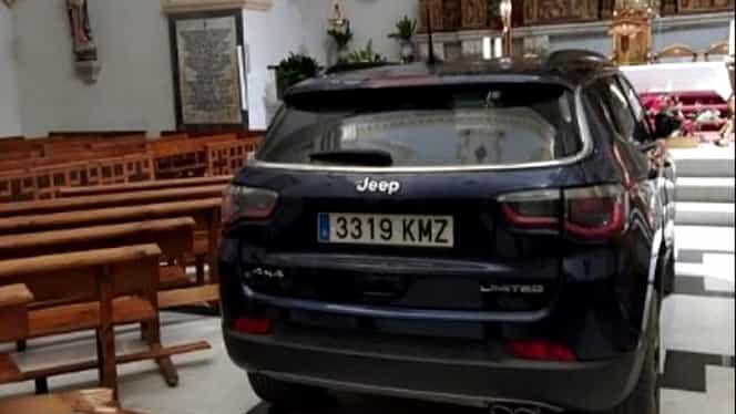 Caz șocant în Spania! A intrat cu mașina în biserică, spunând că este posedat de diavol