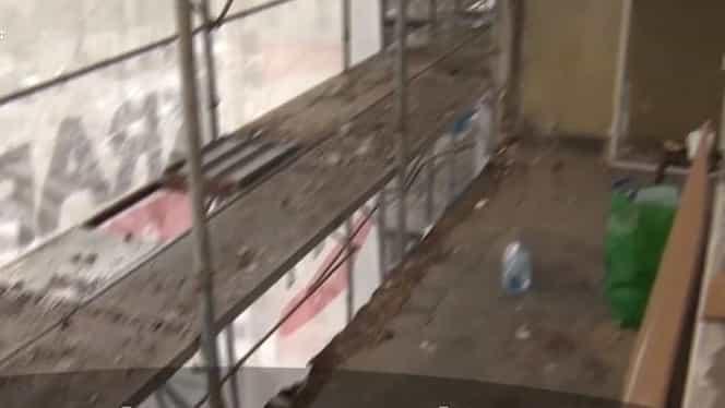 O femeie de 80 de ani a murit după ce a căzut de la balconul blocului în care locuia. Muncitorii care lucrau la reabilitarea blocului au tăiat balustradele balconului