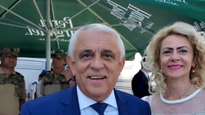 Petre Daea, alături de soție, la parada de 1 Decembrie. E cu 20 de ani mai mică decât el