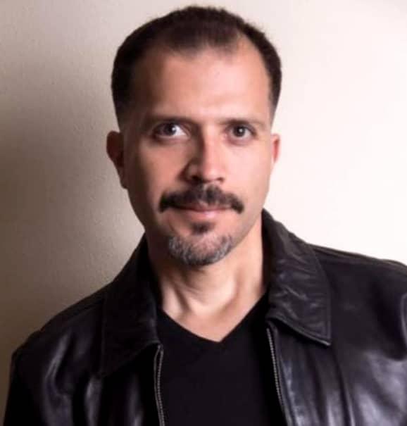 """Odată cu moartea luiPaul John Vasquez, se înregistrează un fapt ciudat în lumea cinematografiei. Acesta este al doilea deces al unui actor care joacă în seria """"Sons of Anarchy"""", în ultimele luni. Nu mai departe de luna iunie, un alt actor din distribuția serialului, Alan O'Neill, a fost găsit mort de către iubita sa, în apartamentul pe care îl avea în Los Angeles. Acesta avea 47 de sni și era cunoscut ca având probleme cu inima. De asmenea, el fuma foarte mult și consuma alcool și droguri în exces."""