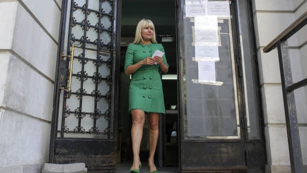 Elena Udrea încasează nu mai puțin de 700.000 de euro din recuperarea unor credite pe care le-a acordatcompaniei de transport de mărfuri pe calea ferată, Tim Rail Cargo. Blonda a intrat în această afacere, după divorțul de Dorin Cocoș, potrivit DC Business.