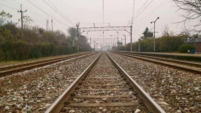 Un elev din Constanţa, multiplu medaliat la fizică, a sfîrşit lovit de două trenuri. Greşeala care l-ar fi costat viaţa