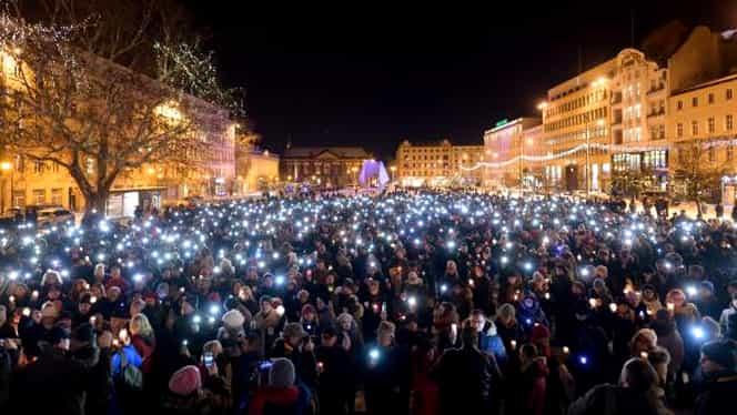 Pavel Adamovici, primarul ucis din Gdansk, comemorat de mii de oameni. VIDEO emoționant