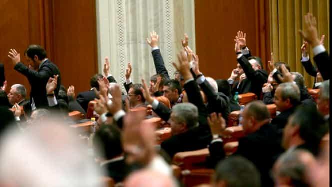 Avalanşă de pomeni electorale în Parlament. Cresc pensii, salarii, indemnizaţii