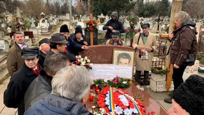 Ce s-a întâmplat la mormântul lui Ceauşescu, la 30 de ani de la moartea sa. Nostalgicii s-au întrecut în omagii