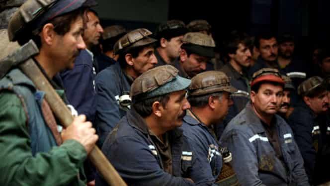 Minerii blocaţi în subteran, în Mina Lupeni: doi au fost scoşi în viaţă, al treilea a fost găsit mort