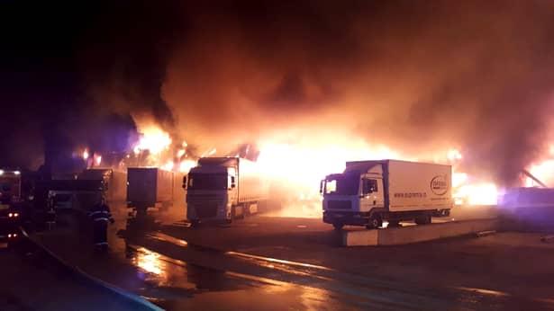 Incendiu sâmbătă dimineaţă la o fabrică din Alba Iulia. Video