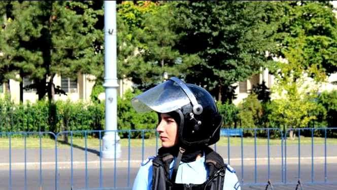 Jandarmerița bătută în Piața Victoriei a fost externată