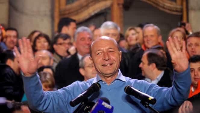 """Traian Băsescu este sigur de victoria lui Klaus Iohannis: """"Dăncilă este un partener de dialog convenabil înainte de turul doi"""". Cum explică eșecul lui Dan Barna"""