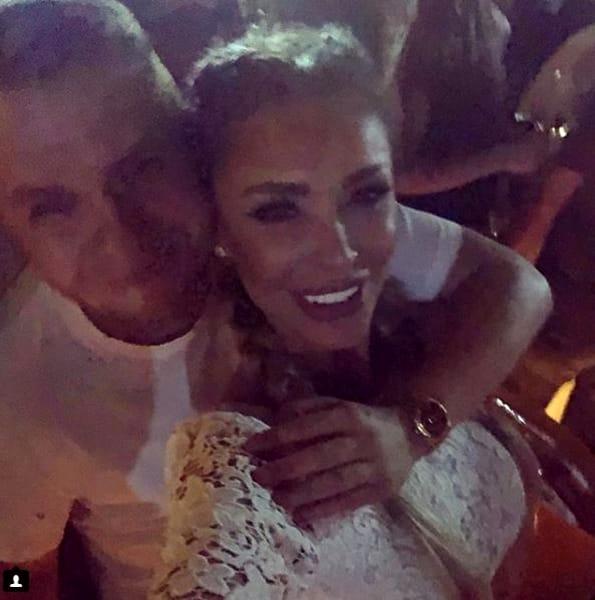 Bianca Drăgușanu s-a pozat în toiul nopții, în club, alături de Codin Maticiuc. Acesta o ține în brațe și amândoi sunt foarte fericiți că s-au revăzut, așa cum au și recunoscut