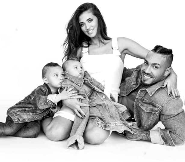 Antonia, Alex Velea si cei doi baieti ai lor. Artista se pare ca este din nou insarcinata