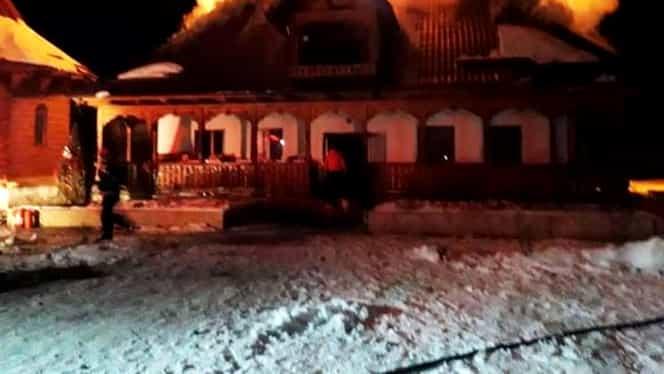 Minune la mănăstirea de maici Paltin din Neamţ! Moaştele unui călugăr de la Muntele Athos, neatinse de flăcările ce au mistuit totul