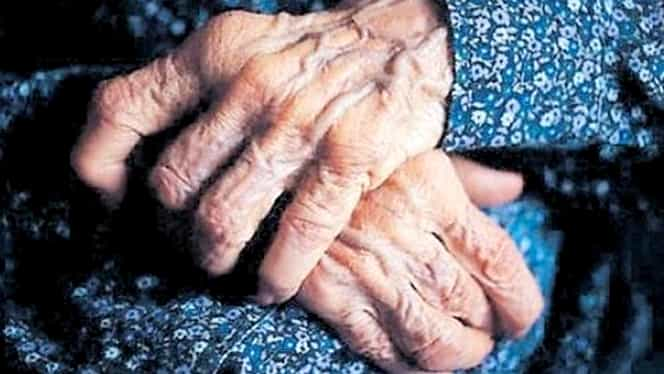 """Caz dramatic în România. O bătrână de 83 de ani din Brașov, izolată în casă, a strigat pe geam de foame: """"O pâine îmi luați și mie?"""""""