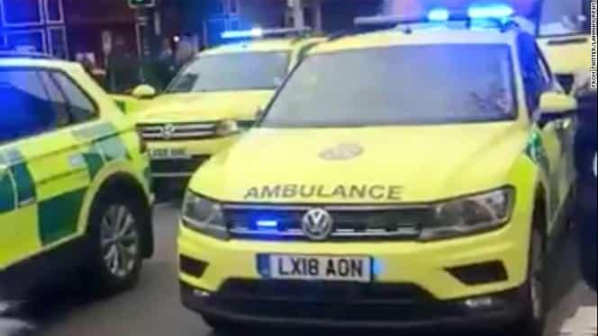 Atac terorist la Londra. Un bărbat a înjunghiat mai multe persoane. Agresorul a fost împuşcat de poliţişti
