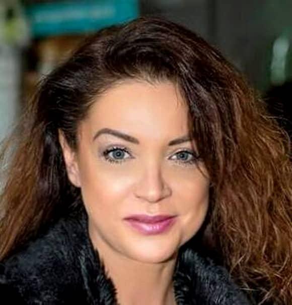 Cât de frumoasă e Eugenia Şerban la 49 de ani se poate vedea cu uşurinţă în galeria foto a acestui articol.