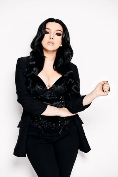 Nepoata lui Cristi Borcea, Tinna Latina, a lansat primul său single. Video