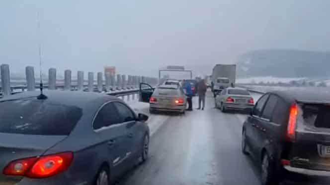 Circulația pe șoselele din România, îngreunată de ninsori. Avertismentul meteorologilor și polițiștilor