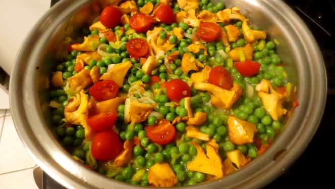 Rețetă de weekend: mazăre cu ciuperci. Mâncarea perfectă pentru o zi de sâmbătă