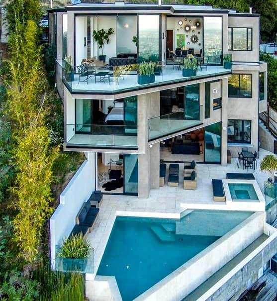 GALERIE FOTO. Are 23 de ani, a facut o avere pe YouTube şi tocmai a cumpărat o super vilă la Hollywood. Cum arată