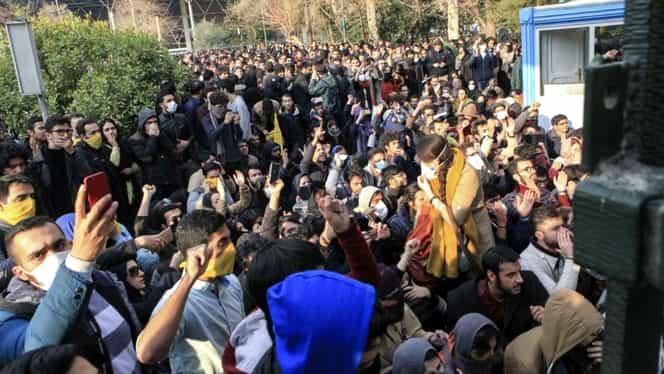 Revoltă înăbuşită în Iran! 21 de oameni au murit şi sute au fost arestaţi