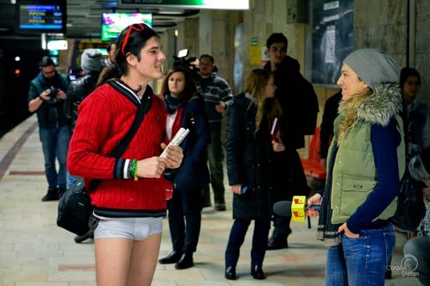 """GALERIE FOTO. Cum a fost ziua """"Fără pantaloni la metrou"""", în Bucureşti"""