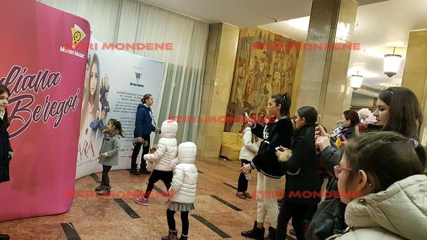 Soția lui Pepe alături de copii