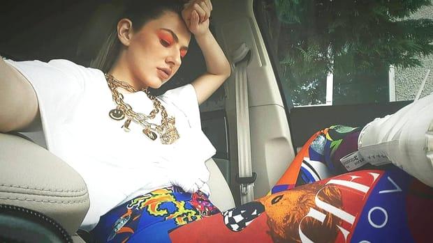 Artista ar putea fi o viitoare mămică, dacă e să luăm în considerare faptul că are o relație cu Răzvan Simion de aproape 3 ani. Prezentatorul matinalului de pe Antenă mai are doi copii din căsnicia la care a renunțat pentru cântăreața Lidia Buble.