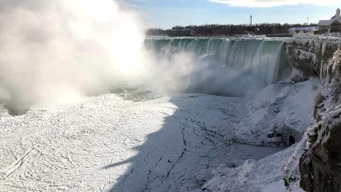 Imagini fabuloase: a înghețat Niagara. Îți taie răsuflarea
