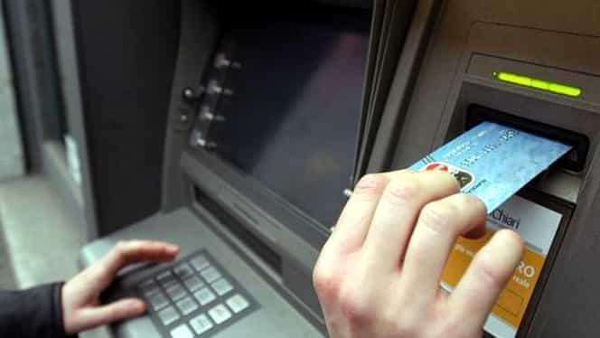 UTIL: Cum putem verifica dacă ne extragem banii în siguranță de la bancomat