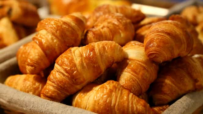 Rețeta zilei. Croissante făcute în casă. Ingredientul secret este bicarbonatul de sodiu