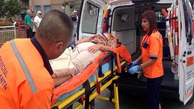 Accident foarte grav în București! Impact între o ambulanță, un microbuz cu pasageri și patru autoturisme