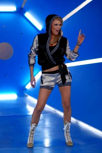 Cum arată Cristina Rus și viața ei departe de showbiz? Fosta cântăreața este scumpă la vedere, așa că rar se mai aude despre viața acesteia. Fosta cântăreață arată extraordinar la cei 37 de ani cu care se mândrește. Chiar și după două sarcini, silueta fostei artiste arată impecabil.