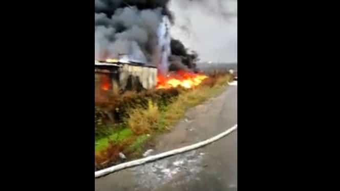 Incendiu violent la Vâlcea, la o fabrică de cauciucuri! S-a emis şi RO-Alert