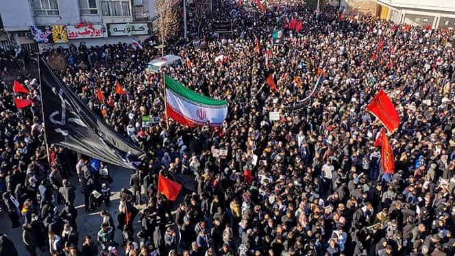 Zeci de iranieni au murit după o busculadă creată la funeraliile generalului Soleimani, în orașul său natal