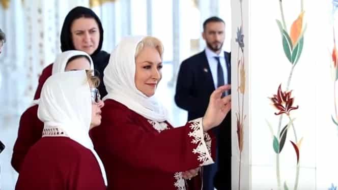 Viorica Dăncilă îmbrăcată în haine islamice la Moescheea Sheikh Zayed din Abu Dhabi