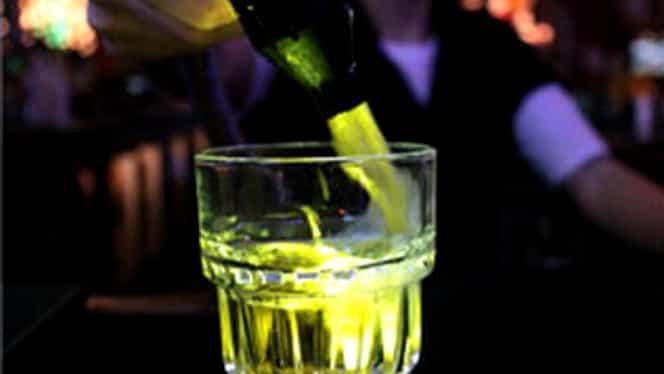 Combini băuturi energizante cu alcool? Vezi ce poţi păţi!