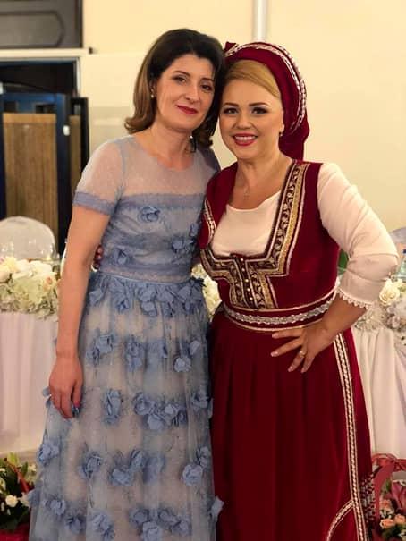 Cum arată Cornelia Rednic atunci când nu e îmbrăcată în costum popular! Puțini și-o imaginează așa
