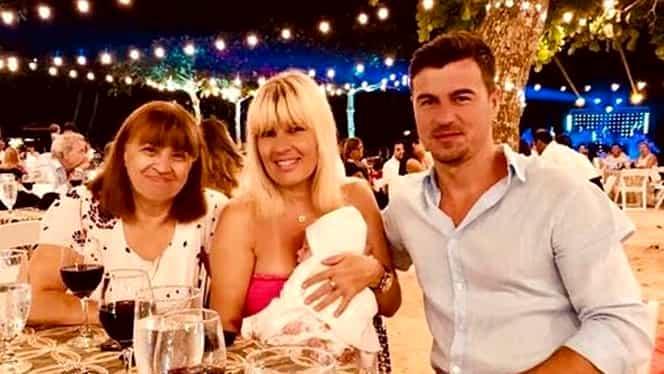 Elena Udrea a petrecut un Revelion pe cinste! Cu cine s-a pozat în noaptea dintre ani