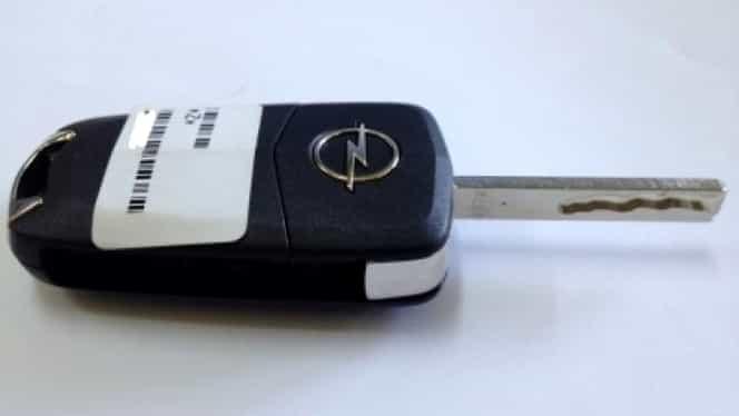 Un copil de 14 ani din Dolj a furat banii părinților și a cumpărat o mașină