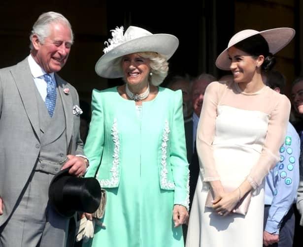 """Copilul ducilor de Sussex nu va purta titulatura de """"prinț"""" sau """"prințesă"""". Doar Casa Regală, prin Regină, are dreptul să schimbe această regulă și să îi dea celui mic acest titlu."""