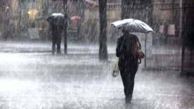 Cod galben de ploi torențiale valabil în jumătate de țară! Va cădea și grindină!