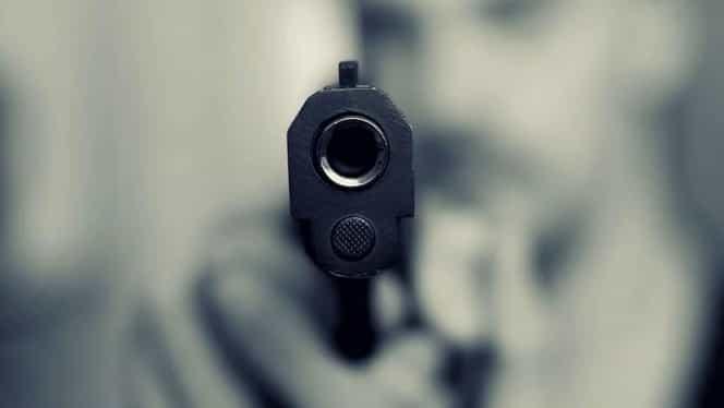 Un polițist din Mehedinți s-a împușcat în cap cu arma din dotare. Bărbatul a murit pe loc