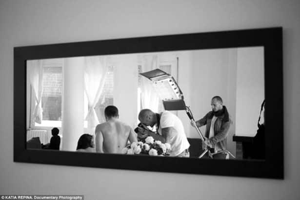 Galerie FOTO. Reacţia incredibilă a unor părinţi după ce au aflat că fiica lor joacă în filme pentru adulţi