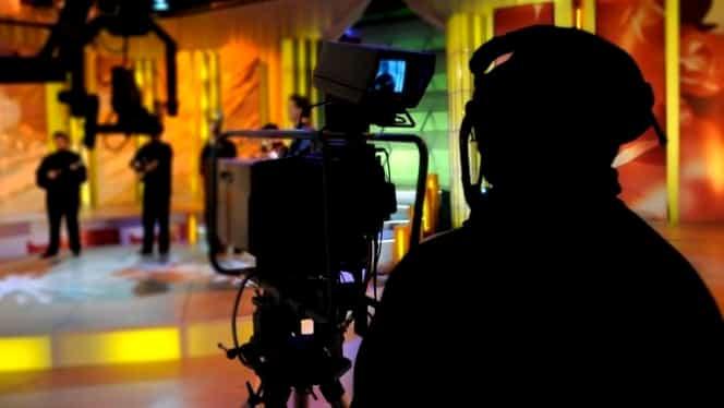 VIDEO / Un celebru prezentator de la Antena 1, poze compromiţătoare