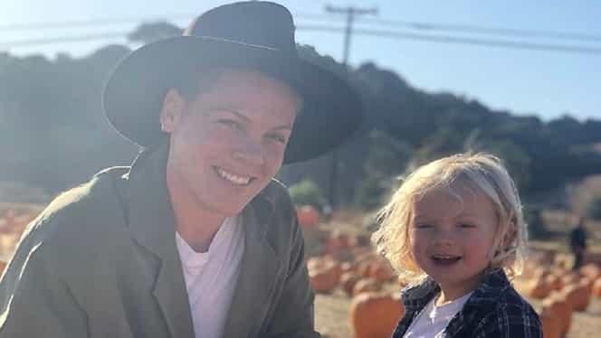 """Cântăreața Pink povestește drama prin care trece fiul ei, diagnosticat cu coronavirus: """"Încă are temperatură de 37,7 grade"""""""