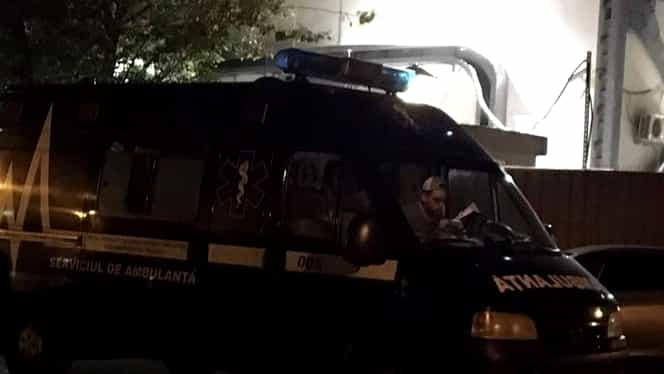 Ambulanța neagră care ar fura copii, a fost prinsă în București! Asaltată de zeci de oameni!