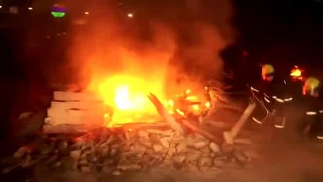 Ucrainenii evacuați din China, primiți cu pietre acasă. Li se cere să plece la Cernobîl
